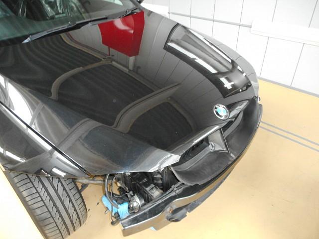 BMW 320i(E92)側面事故修理で入庫しました。