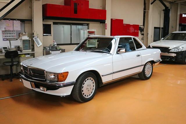 メルセデス・ベンツ560SL(R107)の車両販売です。
